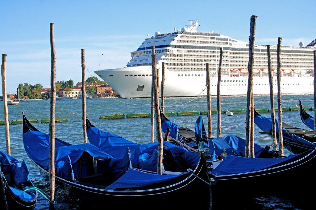 הפלגה לאיטליה - אוניה בחופי איטליה