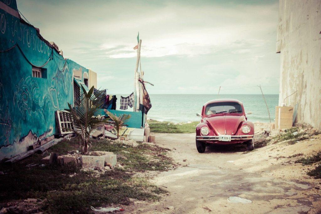 רכב ליד הים במקסיקו